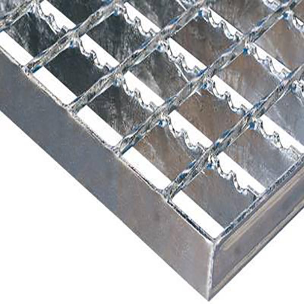 Serrated welded steel grating